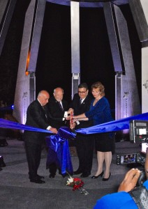 Deputy Consul General of the Republic of Armenia in Los Angeles Valery Mkrtumian, Honorary Consul of the Republic of Armenia in Fresno Berj K. Apkarian, Fresno State President Joseph Castro and his wife Mary cut monument's purple ribbon. Photo by Alain Ekmalian